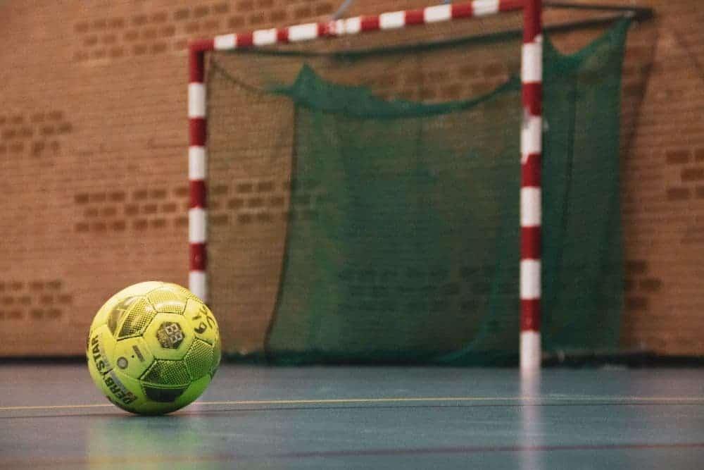 Trong những năm gần đây Futsal là bộ môn thể thao rất phát triển, đây là bộ môn thể thao mới nổi được đông đảo mọi người đón nhận. Để tìm hiểu rõ hơn về bộ môn này chúng ta cùng nhau tìm hiểu sơ về Futsal và đặc biệt là các vị trí trong Futsal nhé!