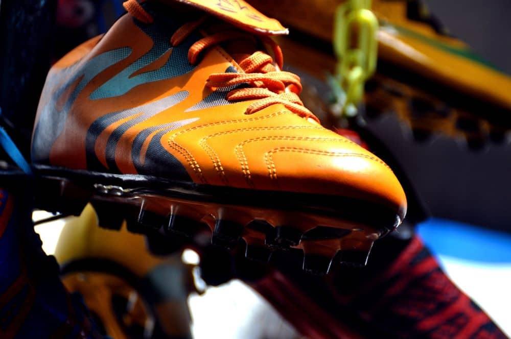 Hình ảnh đế đôi giày màu cam