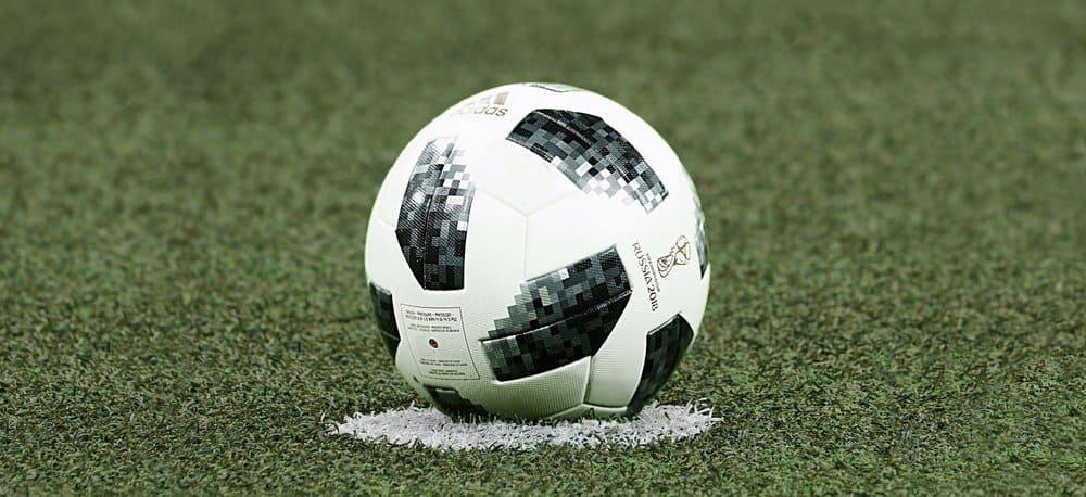quả bóng đá tiêu chuẩn cho sân 7 người, sân 9 người