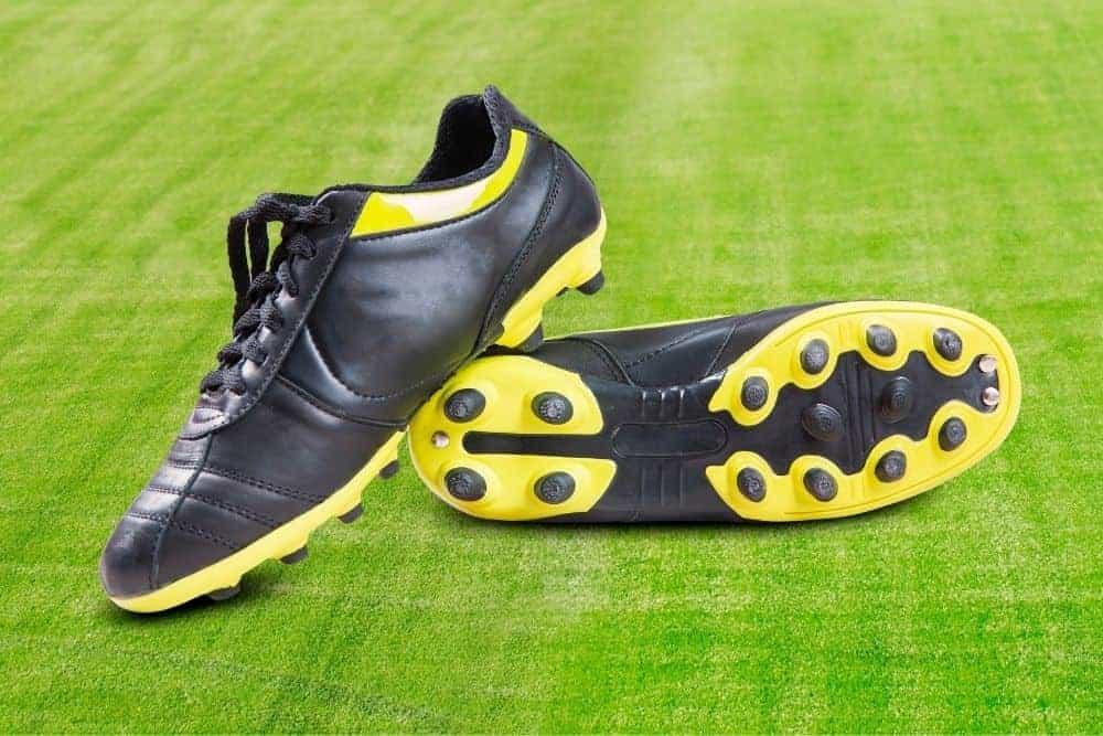 1 đôi giày bóng đá