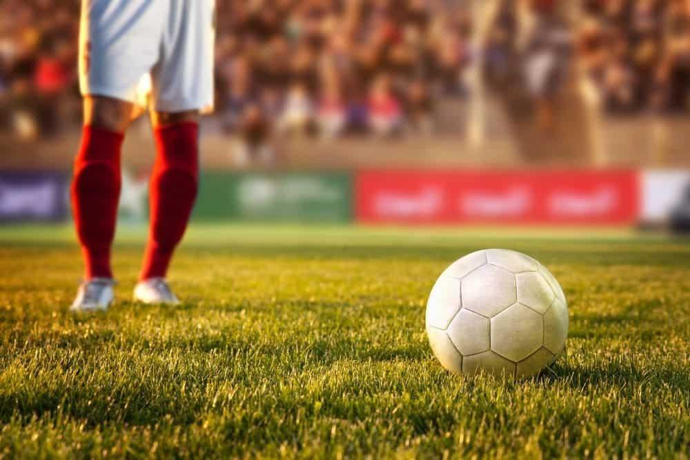 Cầu thủ đứng trước bóng