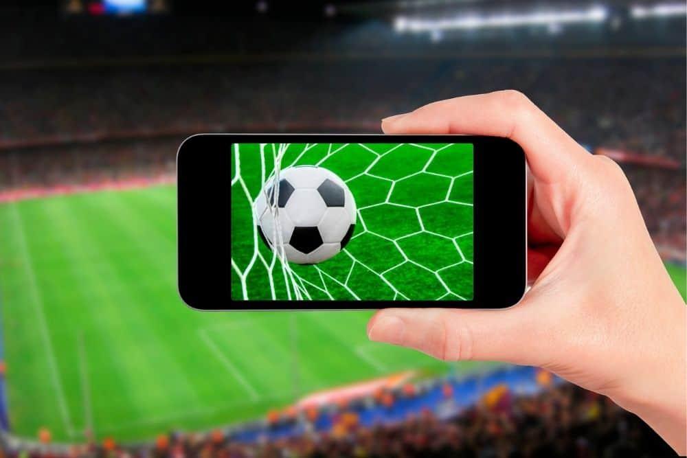 Điện thoại chơi game bóng đá